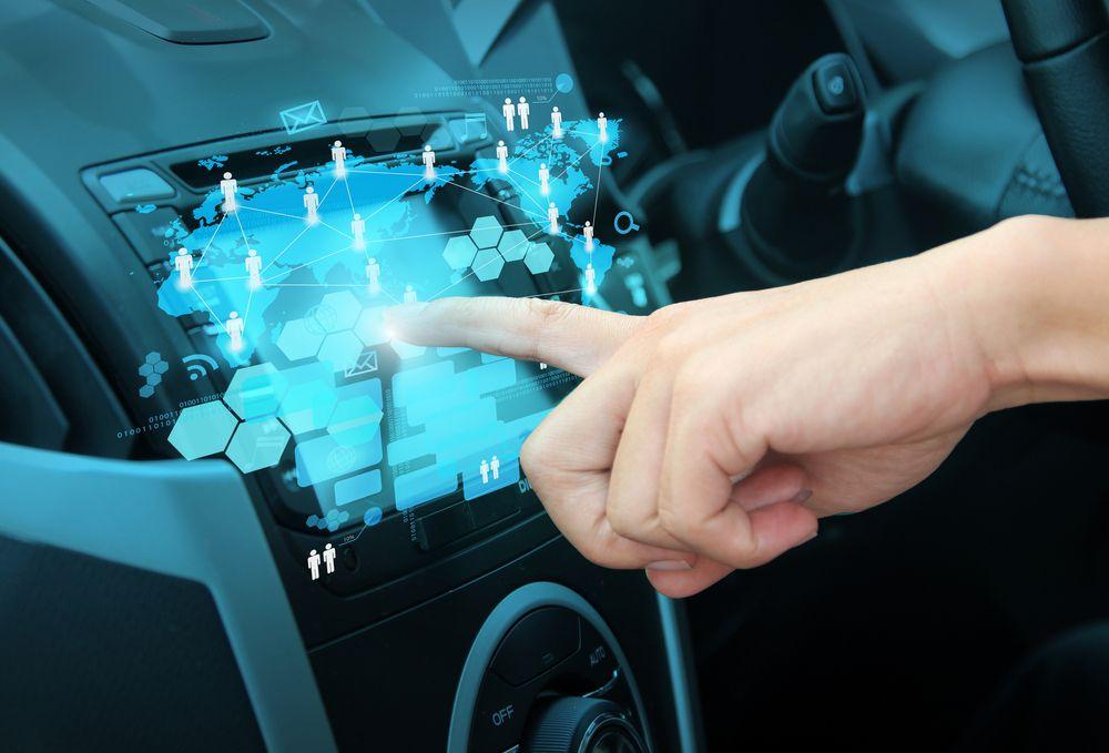 Bilen er nå blitt en av de mange «tingenes Internett»-dingsene. Foto: My Life Graphic/Shutterstock.com