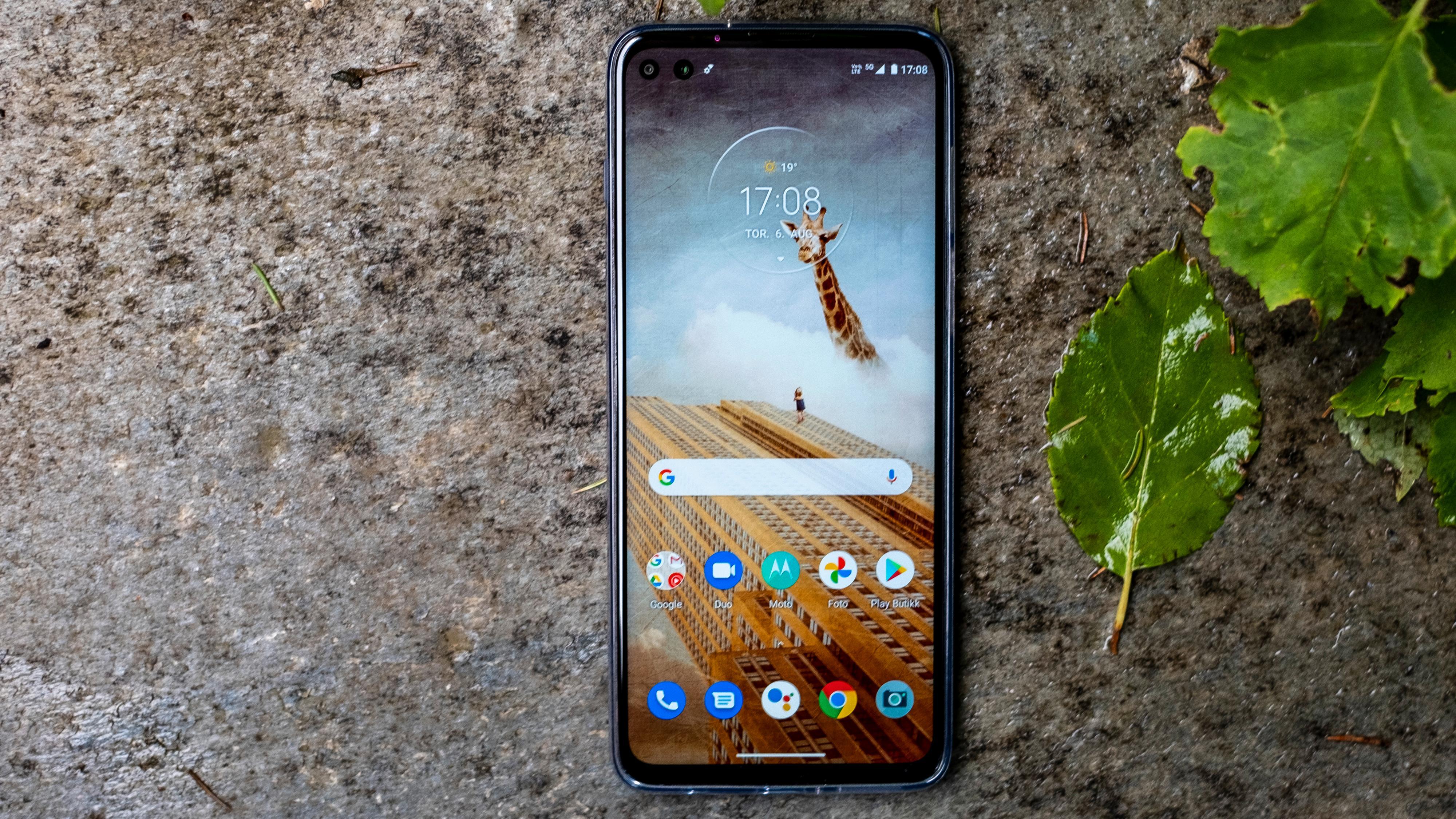 Moto G 5G Plus er en flott telefon med få store ulemper. Men sommeren 2020 heter erkefienden OnePlus Nord, og koster nesten det samme. Kan Moto hamle opp med OnePlus?