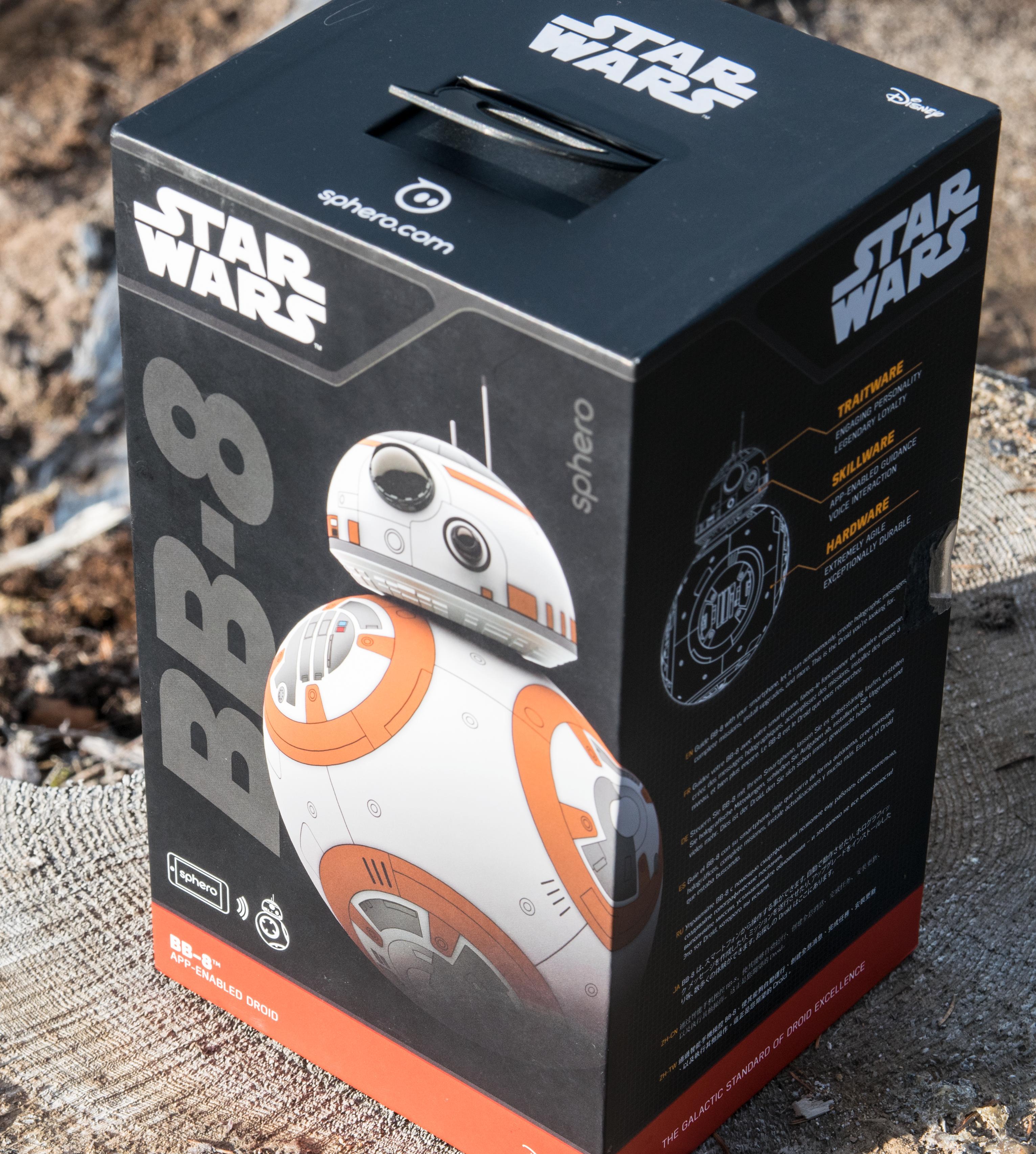 BB-8 kommer i en stor og fin eske med Star Wars- og Disney-logoer over det meste. Foto: Finn Jarle Kvalheim, Tek.no