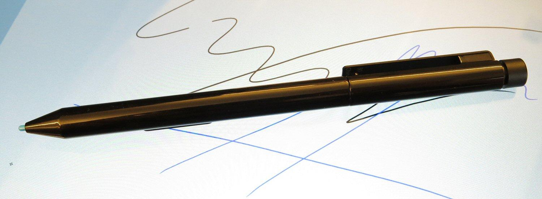 Med Pro-utgaven av Surface følger det også med en stylus.Foto: Vegar Jansen, Hardware.no