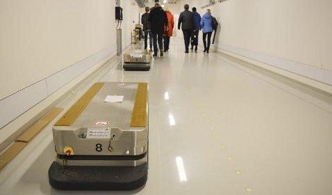 Transportrobot: AGV-er som denne skal frakte varer automatisk rundt i de store lokalene på det nye sykehuset. Foto: Torgeir Snilsberg, Moss Avis
