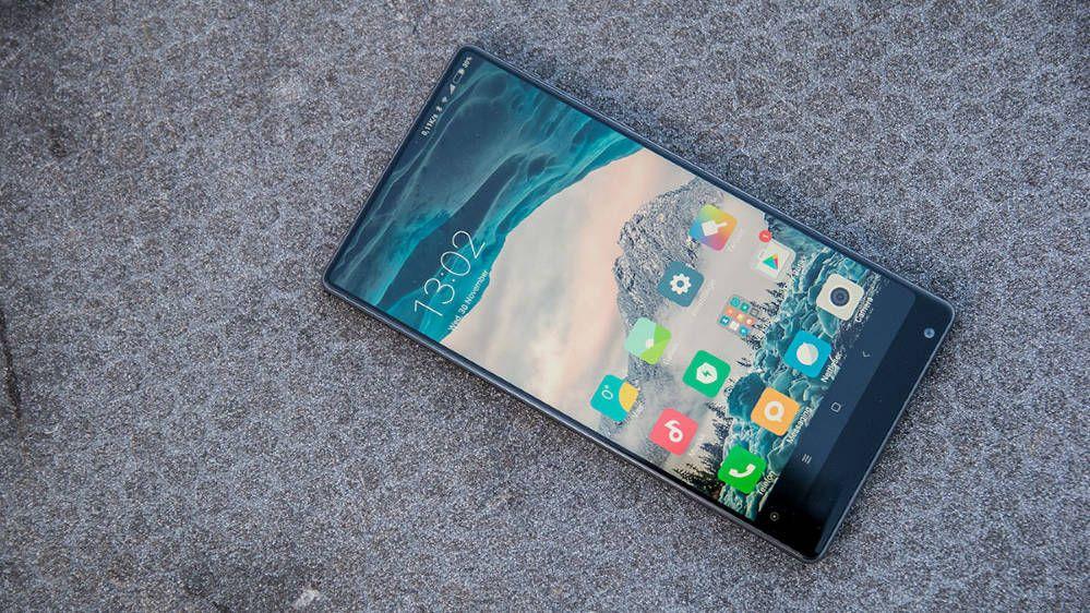 Xiaomi Mi Mix var først ut på markedet med kant-til-kant-skjerm. Snart kommer oppfølgeren.. Bilde: Finn Jarle Kvalheim, Tek.no