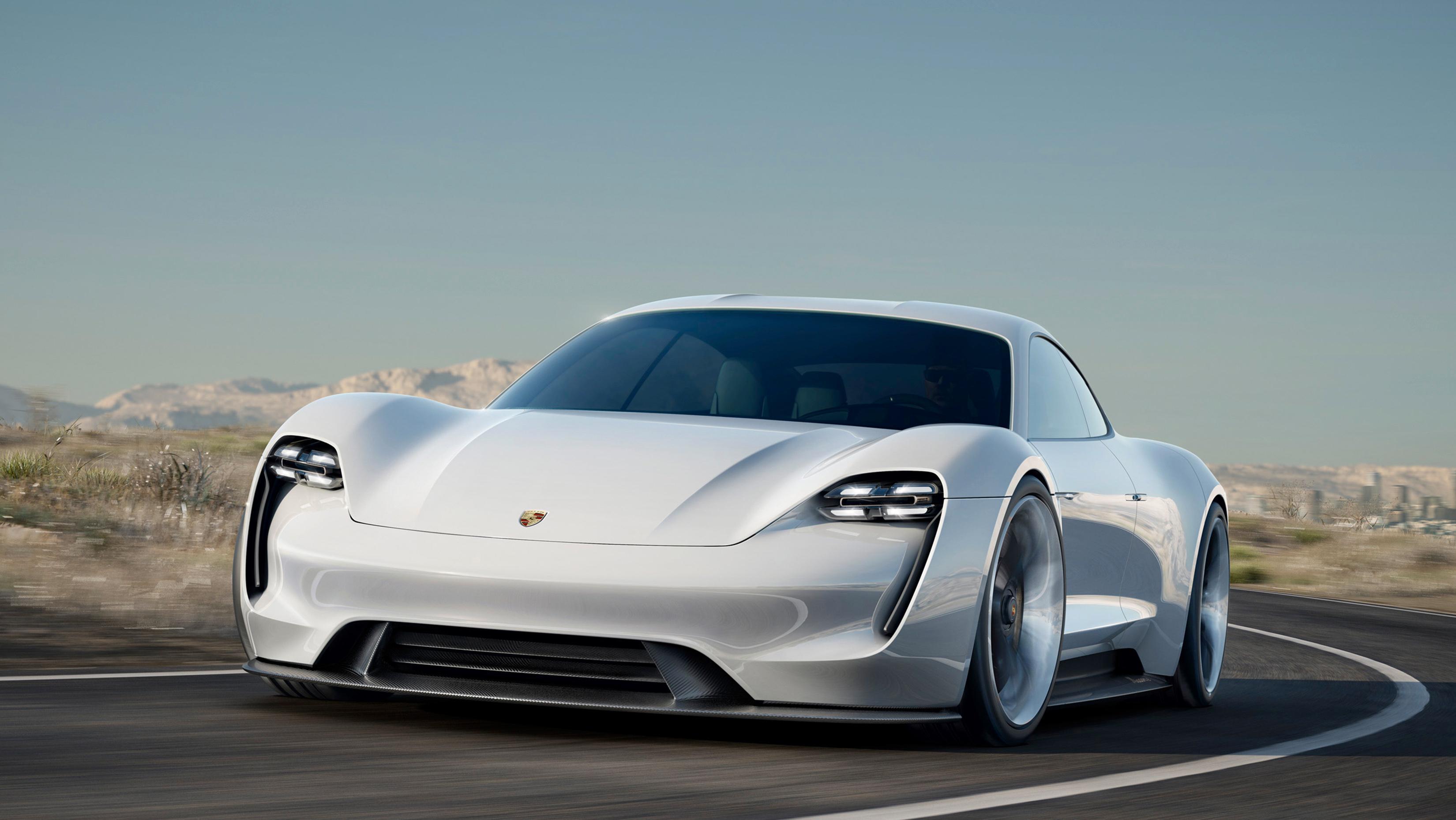 Slik skal Porsche Taycan se ut når den kommer i ferdig utgave en gang i løpet av 2019 eller 2020.
