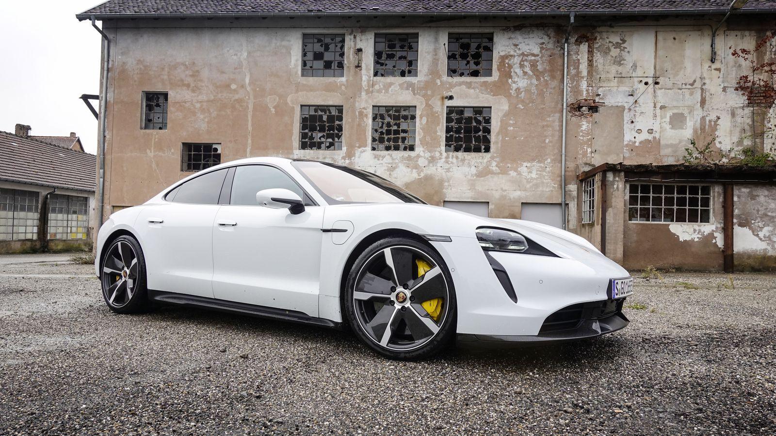 Porsche Taycan blir et par måneder forsinket.