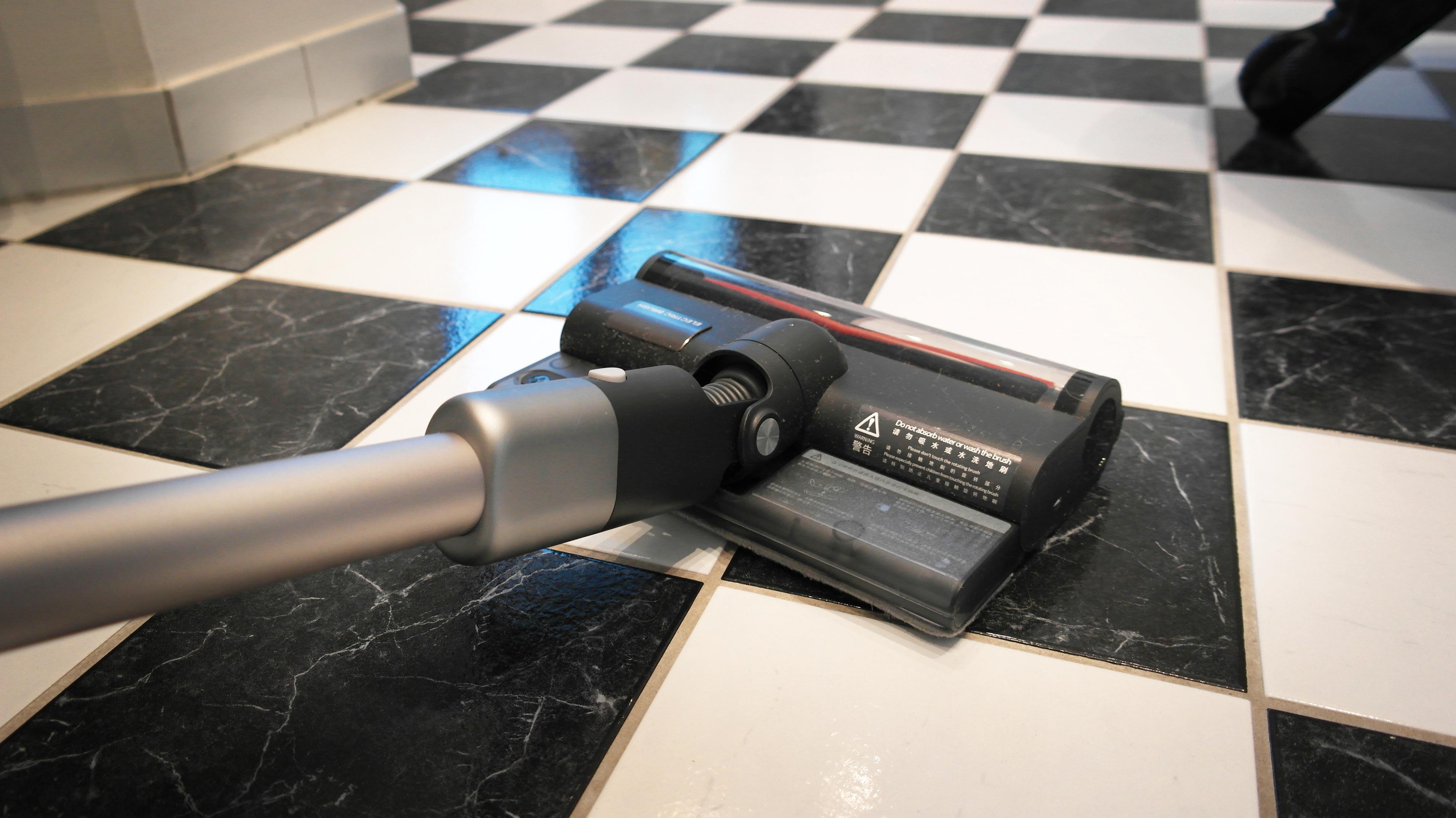 Enkelte av støvsugerne kan både støvsuge og vaske. Her modellen fra Roidmi.