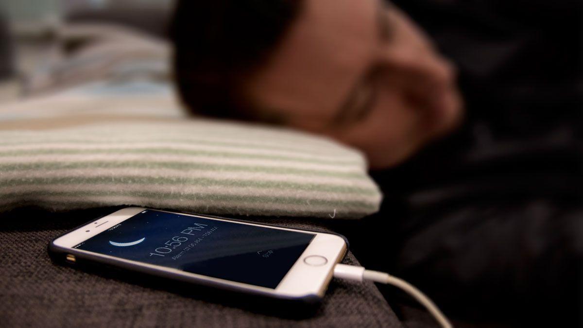 – Ikke skyld på telefonen for dårlige søvnvaner