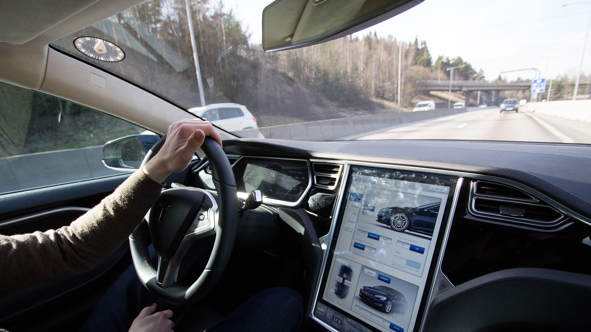 Snart kan du starte Teslaen fra mobiltelefonen