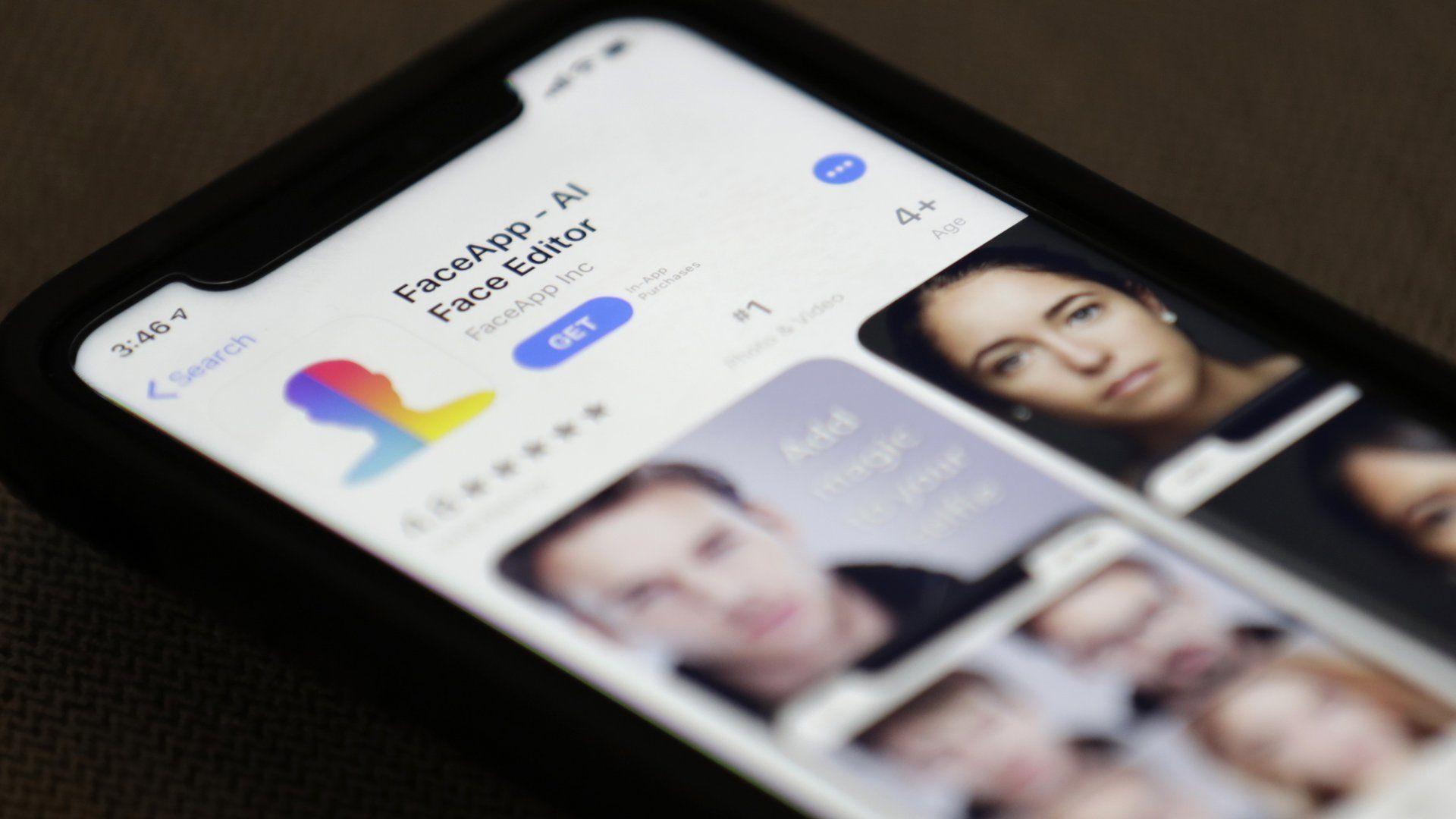 Ber FBI etterforske viral app
