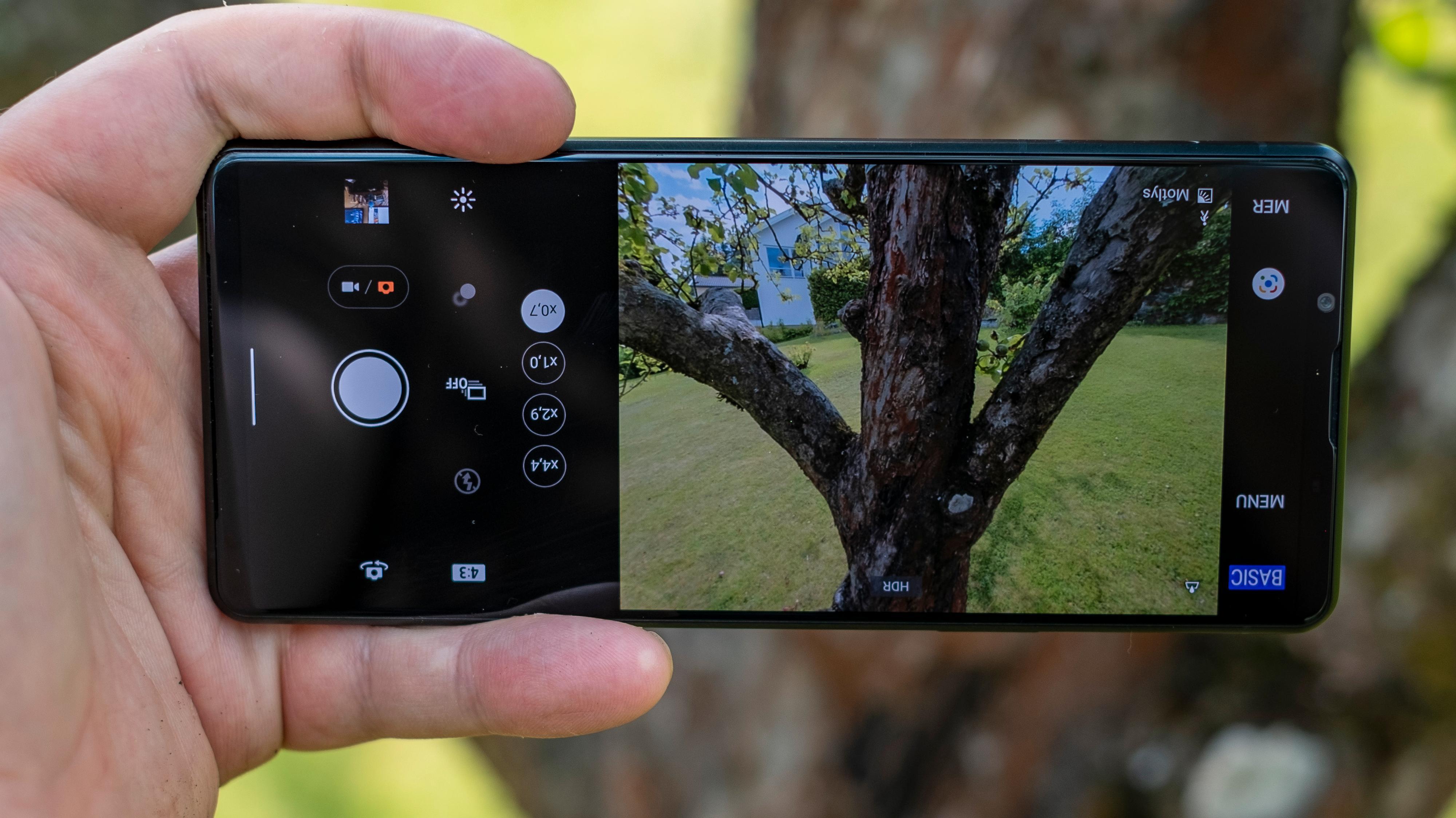 Opp ned?! Var det så vanskelig å snu kameraappen etter hvordan mobilen brukes, Sony?