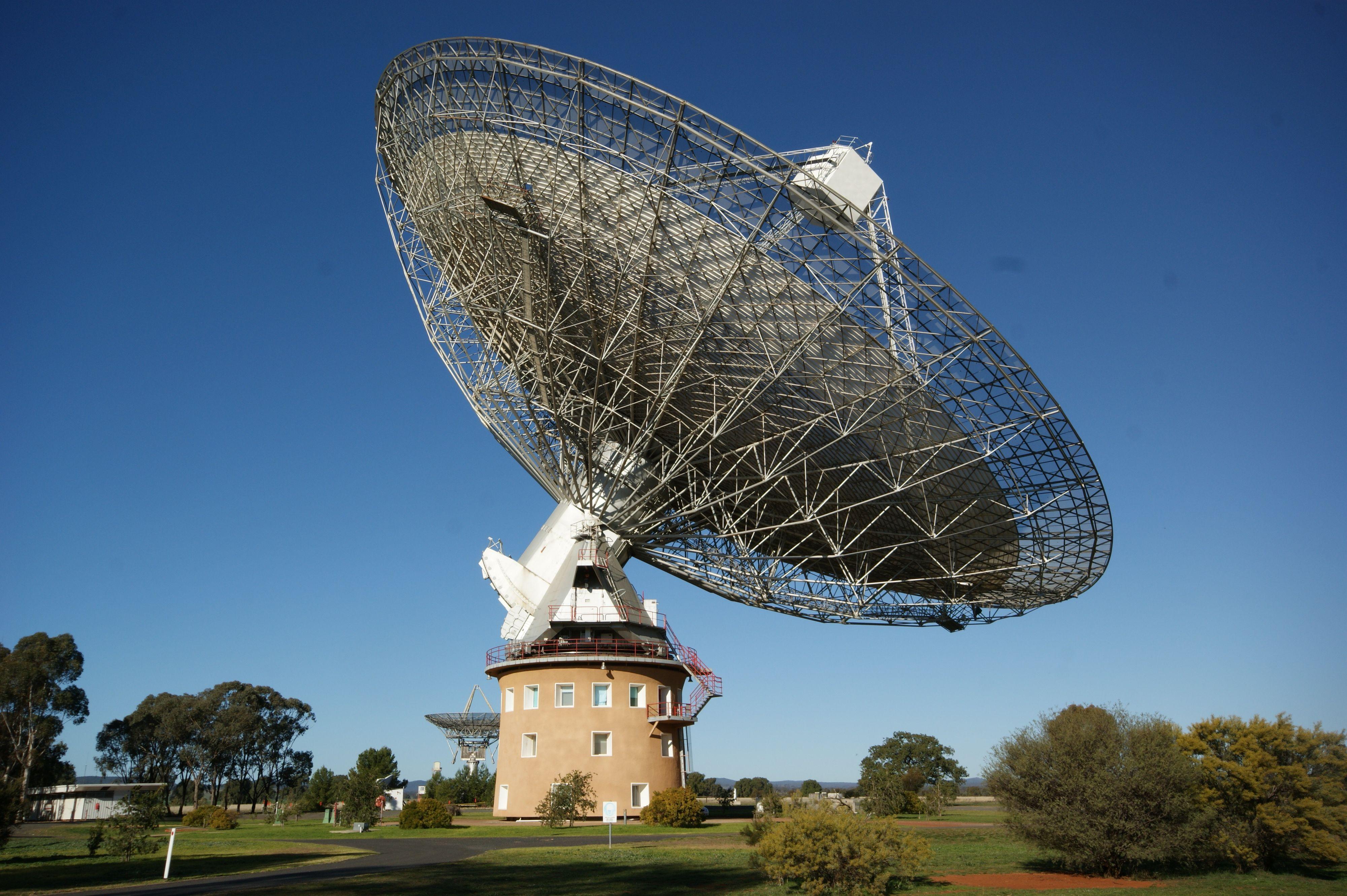Den store radioantennen ved Parkes-observatoriet. Foto: Ian Sutton