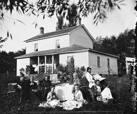 Bilde av familien Skavlem i Wisconsin, USA. (Foto: Andreas Larsen Dahl, rundt 1875)