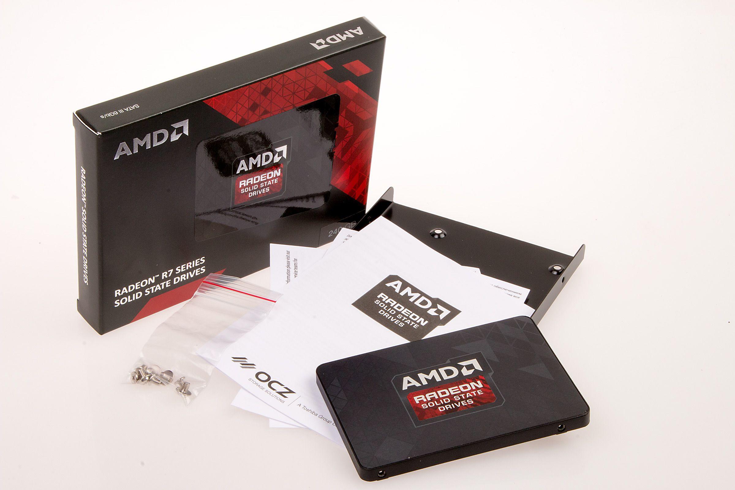 Det følger greit med tilbehør med Radeon R7 SSD, blant annet programvare for å klone harddisken din.Foto: Varg Aamo, Hardware.no