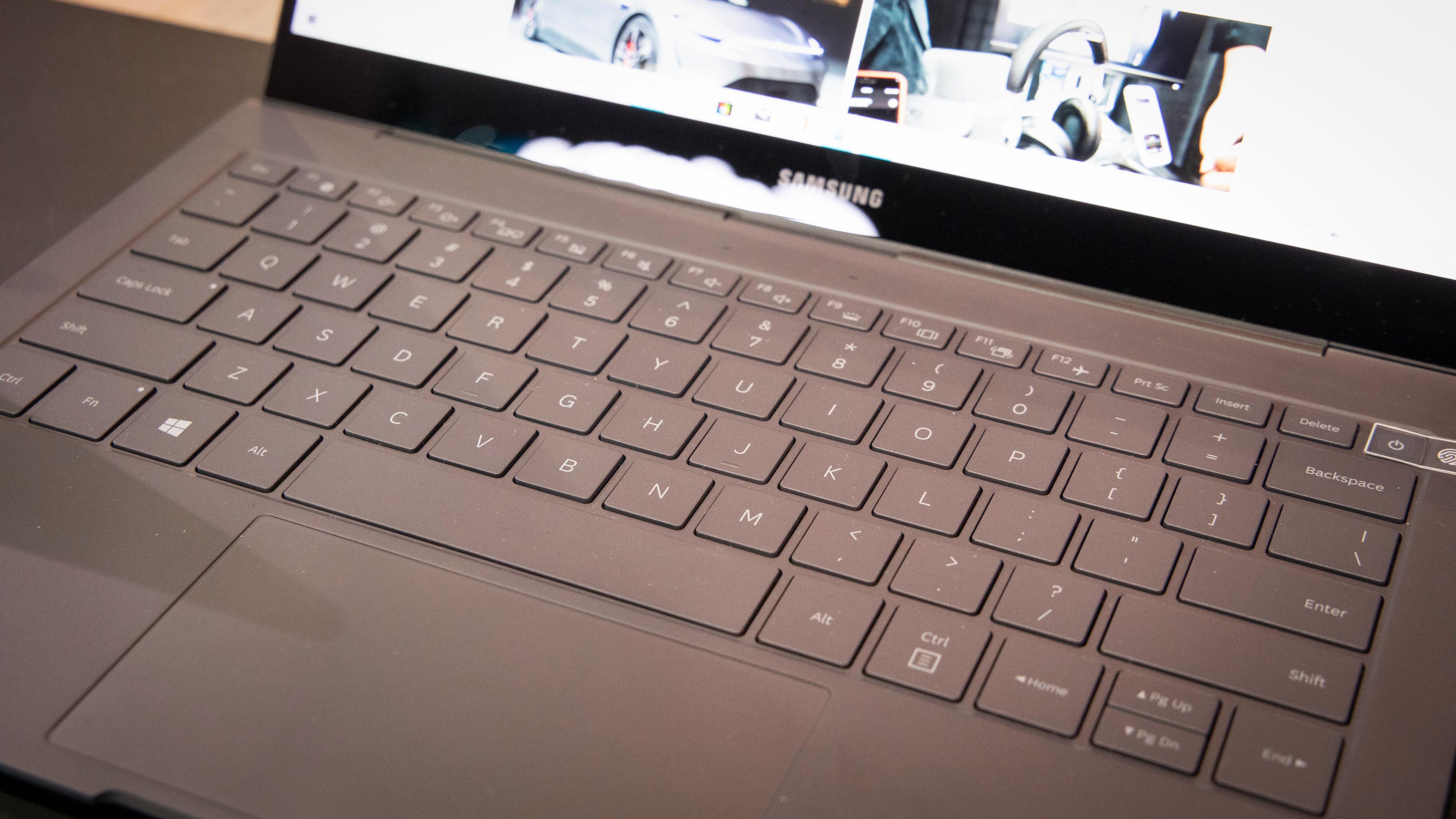 Tastaturet er behagelig, men har litt kort vandring.