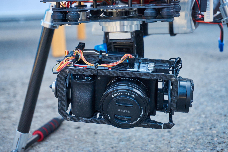 Kameraet som ble brukt var tilfeldigvis av samme slag som undertegnede brukte til å ta bildene i saken med – et Sony a6000.