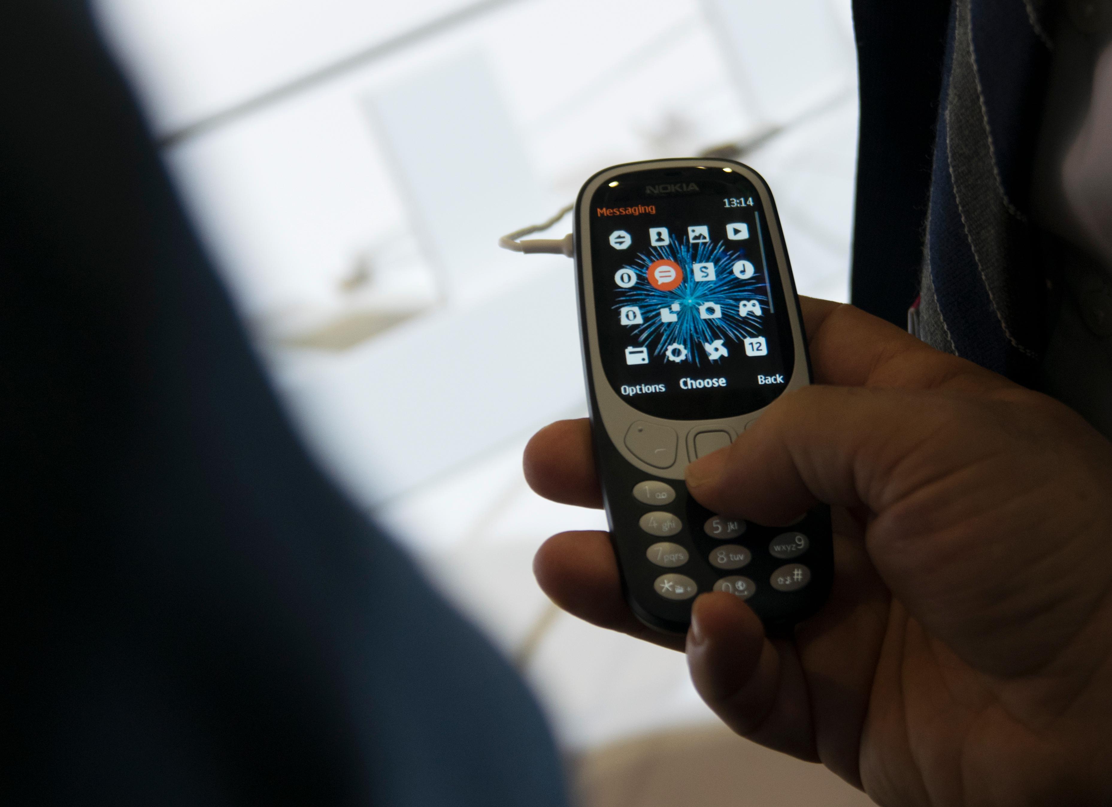 Dette er kanskje fargekombinasjonen som minner mest om den tradisjonelle blå/grå Nokia 3310.