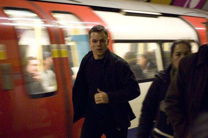 I kjent stil bruker Jason Bourne offentlig transport for å unnslippe sine forfølgere.
