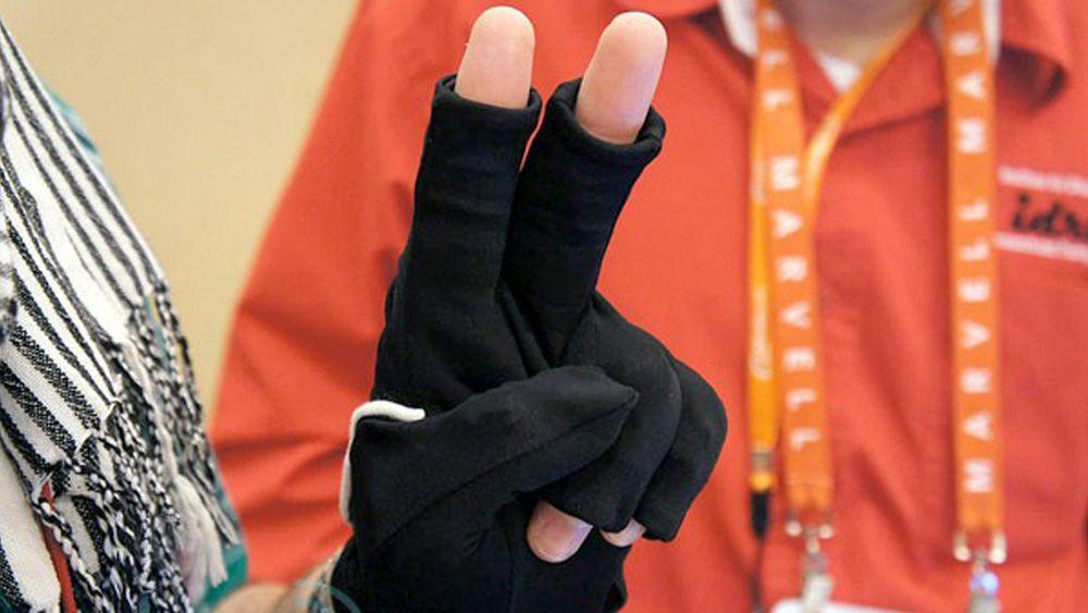 Denne hansken lærer deg tegnspråk
