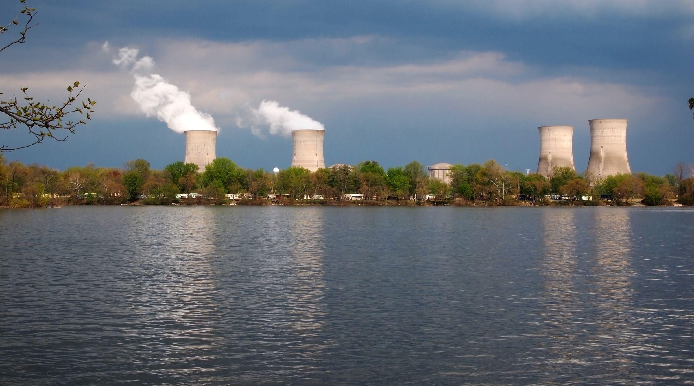 Thee Mile Island-kraftverket var i 1979 åstedet for USAs mest alvorlige atomulykke. En kombinasjon av menneskelige feil, mekaniske feil, designproblemer og svak opplæring førte til at en reaktorkjerne delvis smeltet, og radioaktivt materiale lakk ut i nærmiljøet.Foto: Duckeesue/Shutterstock, 190862390