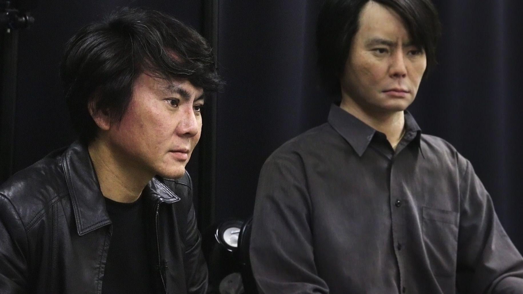 Professor Hiroshi Ishiguro og hans Geminoid.Foto: Hardware.no