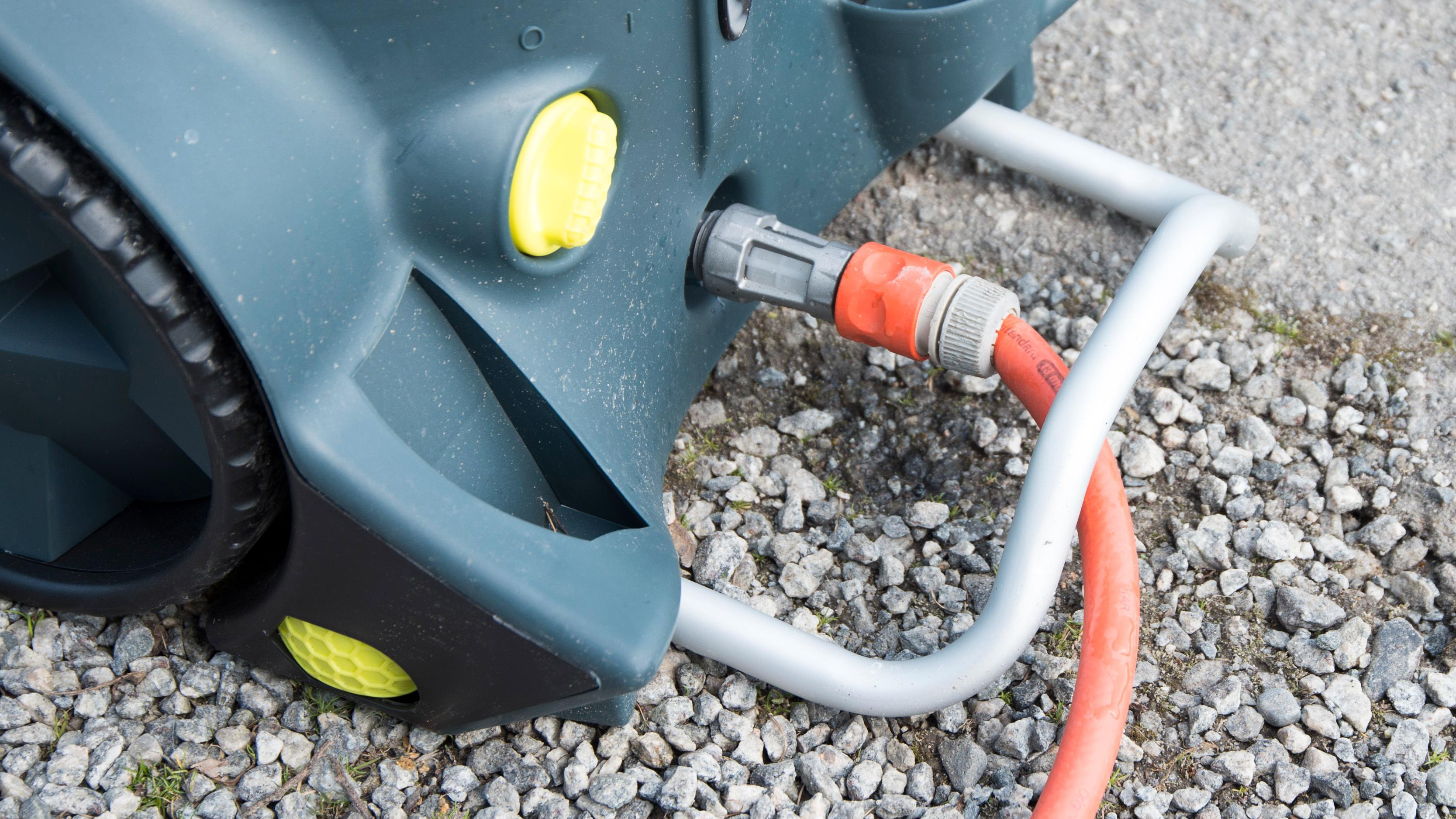 Med denne bøylen er det vanskelig å velte maskinen.Også vannfilteret er laget for å tåle en støyt.