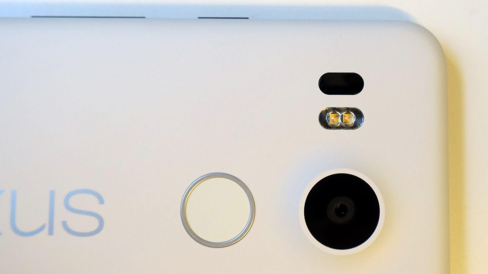 Nexus 5X har en fotolampe med to lysdioder. Foto: Espen Irwing Swang, Tek.no