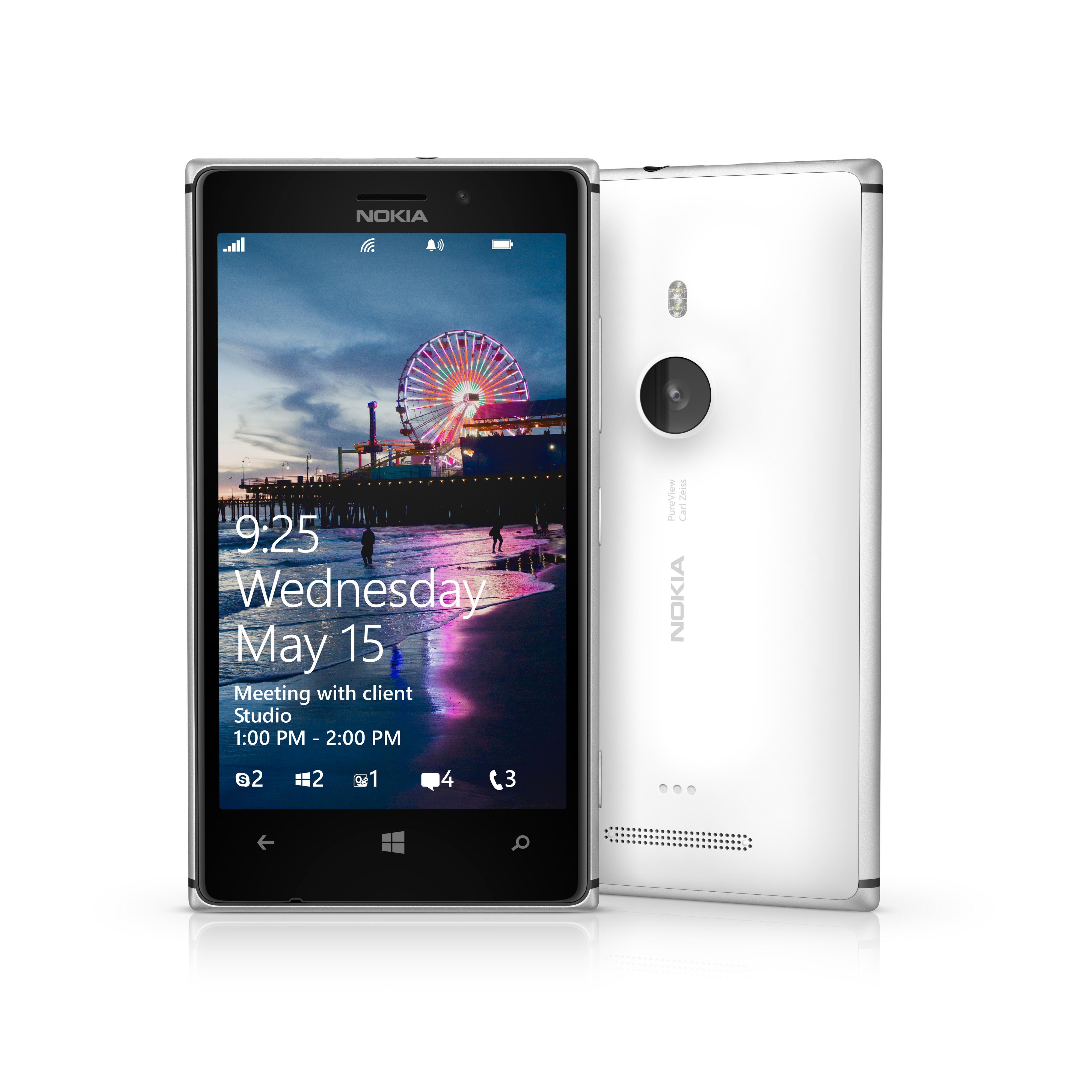 Lumia 925 deler de fleste spesifikasjonene med Lumia 920, men den nye er både mer kompakt og lettere.Foto: Nokia