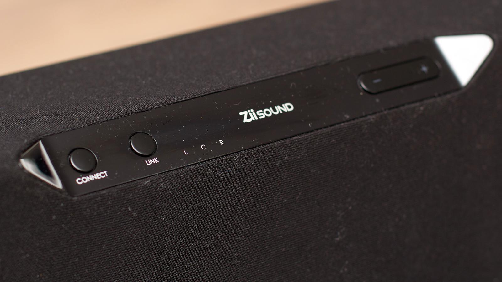 Connect-knappen lengst til venstre brukes for å koble til en ny Bluetooth-enhet, eller for å veksle mellom lydkildene. (Foto: Kurt Lekanger)