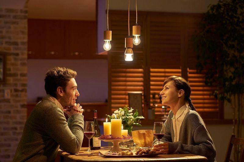 Middagen blir ekstra romantisk med Barry White på lyspæren. Foto: Sony
