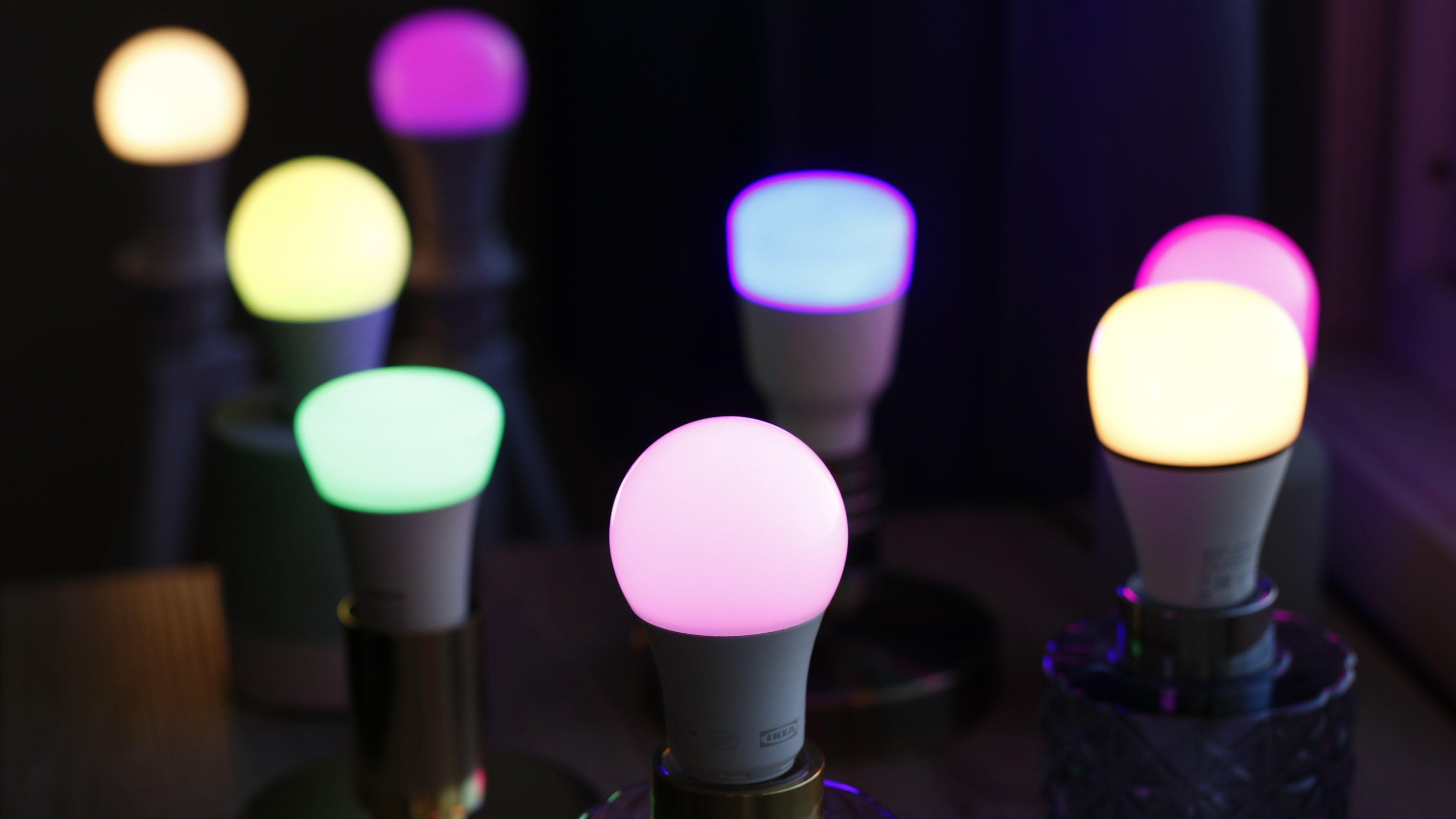Vi har testet femten forskjellige smarte lyspærer