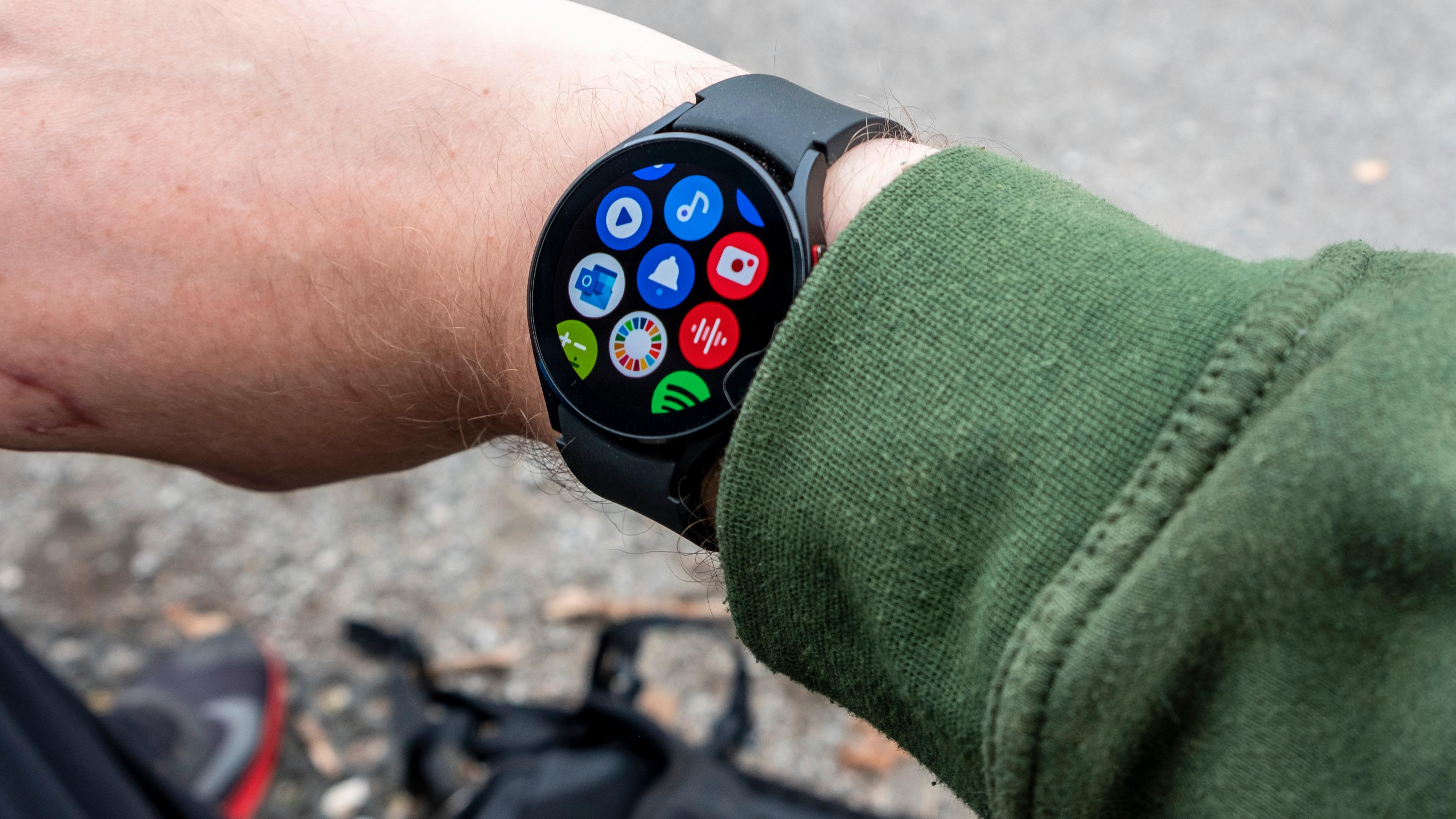 Samsungs Galaxy Watch-serie er fortsatt veldig bra, og langt bedre i bruk enn de fleste andre smartklokker. Men koreanerne er ikke helt i mål med programvaren ennå.