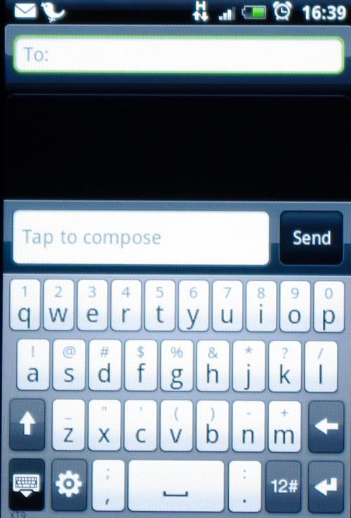 Fulltastaturet i vertikal modus er litt i minste laget.