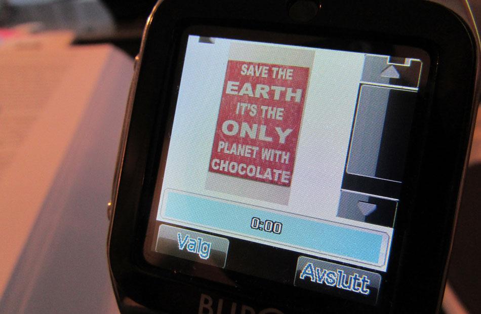 MMS-bildene blir små på den knøttlille skjermen.Foto: Espen Irwing Swang, Amobil.no