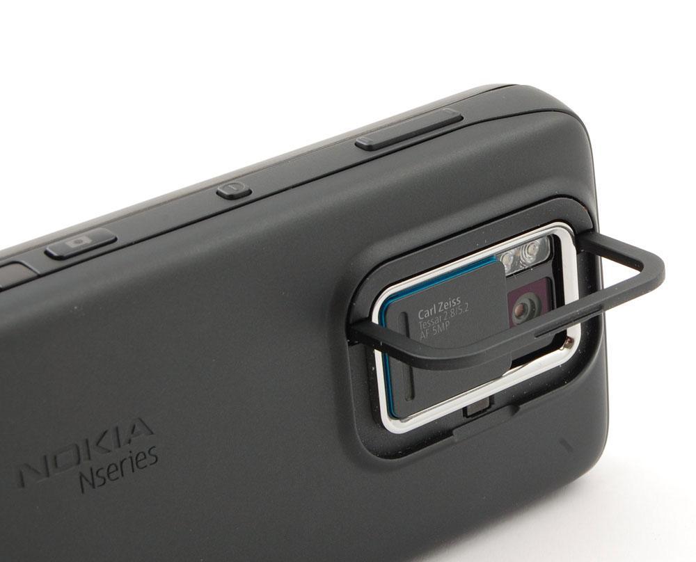 Telefonen har fot til bruk ved videotitting.