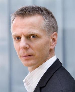 Norgessjef Ragnar Kårhus beklager dypt overfor kundene som han mener skal forvente bedre av Telenor.