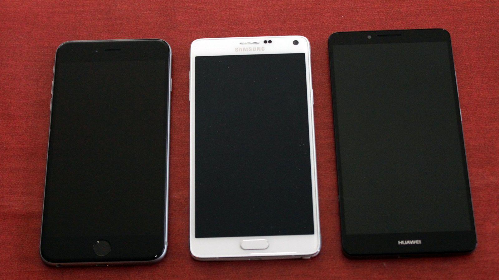 Her er fra venstre iPhone 6 Plus, Samsung Galaxy Note 4 og Huawei Ascend Mate 7.