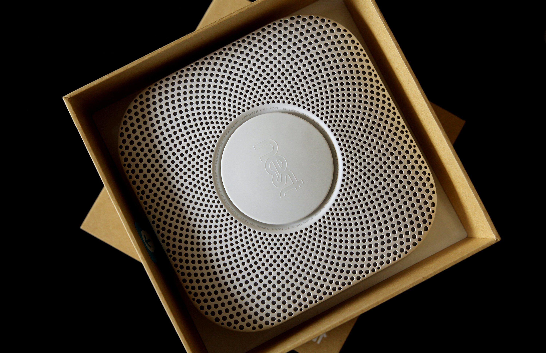 Nest Protect under utpakking. Foto: Vegar Jansen, Tek.no
