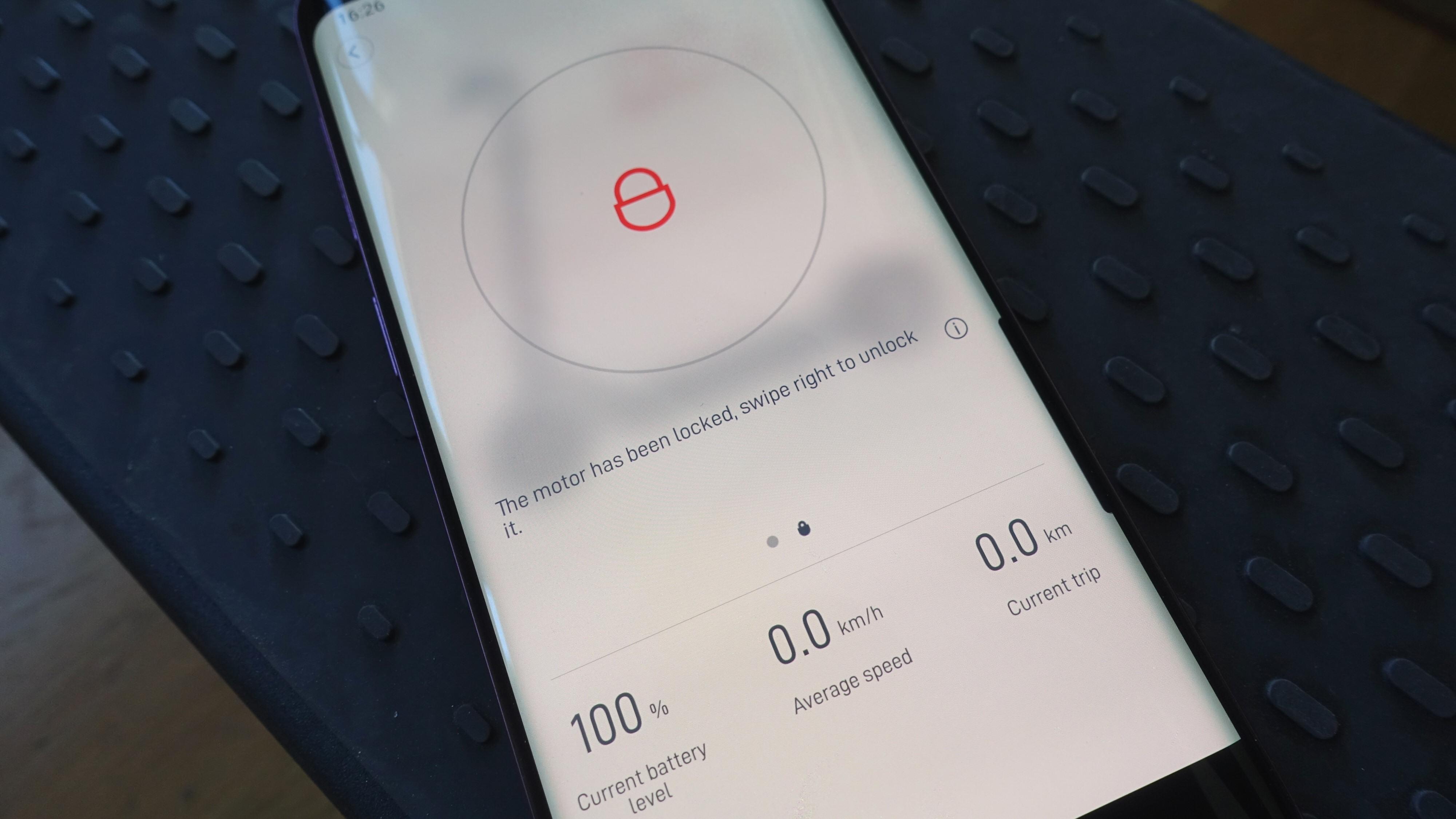 Ja, noen sparkesykler kan «låses» med appen. Men det er ingen god løsning.