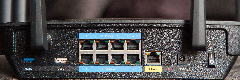 Ruteren har hele åtte LAN-porter, i tillegg til en WAN-port og to USB-porter.