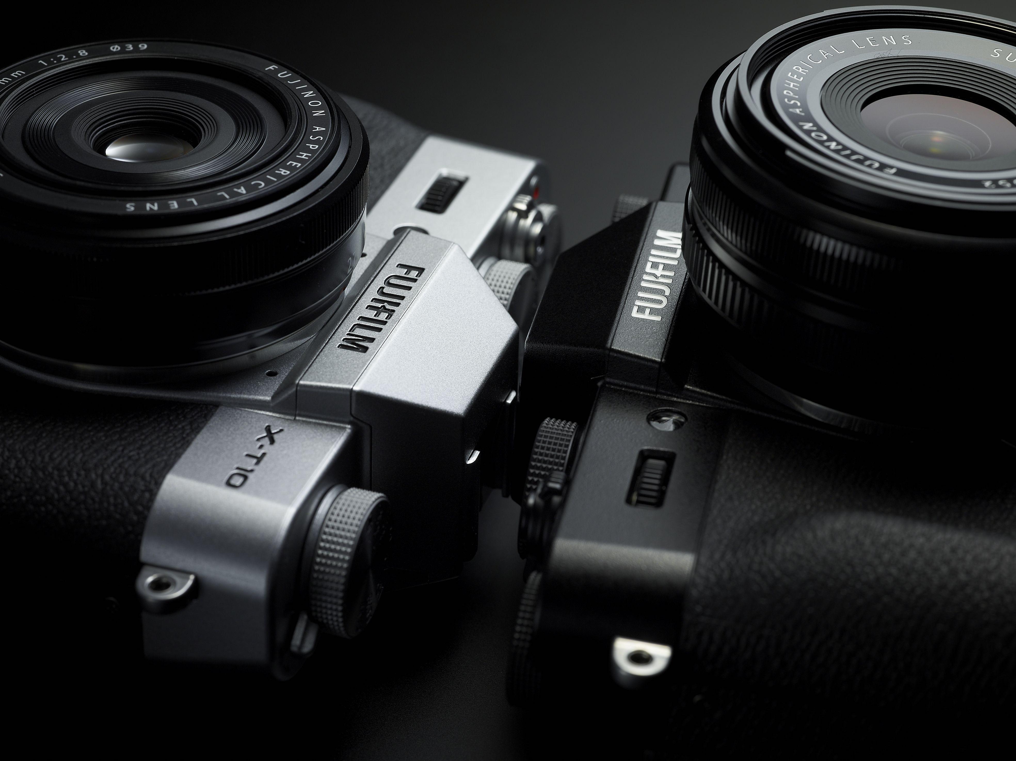 Fujifilm X-T10 er tilgjengelig i to farger. Foto: Fujifilm