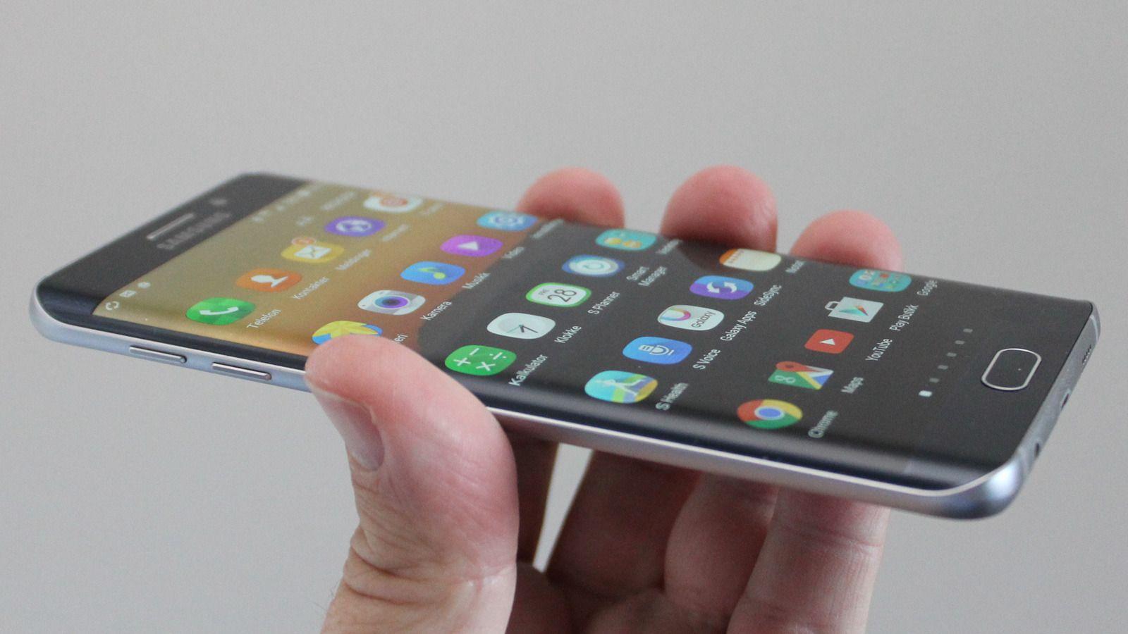 Overgangen til OLED kan føre til kurvede mobilskjermer, som på denne, en Samsung Galaxy S6 Edge+. Foto: Espen Irwing Swang, Tek.no