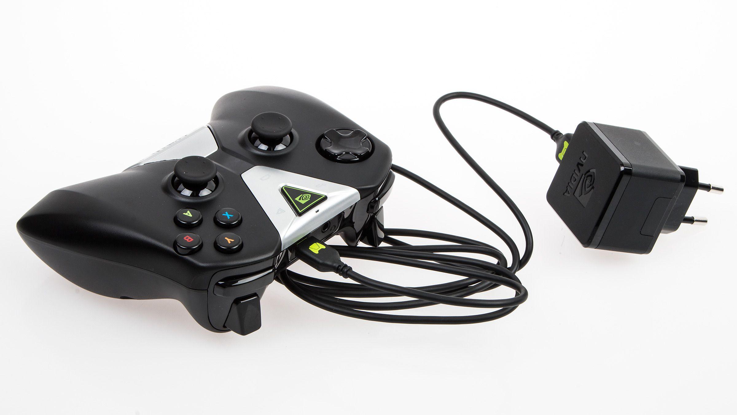 Kontrolleren kan også lades med utstyret som følger med selve Shield Tablet.Foto: Varg Aamo, Hardware.no
