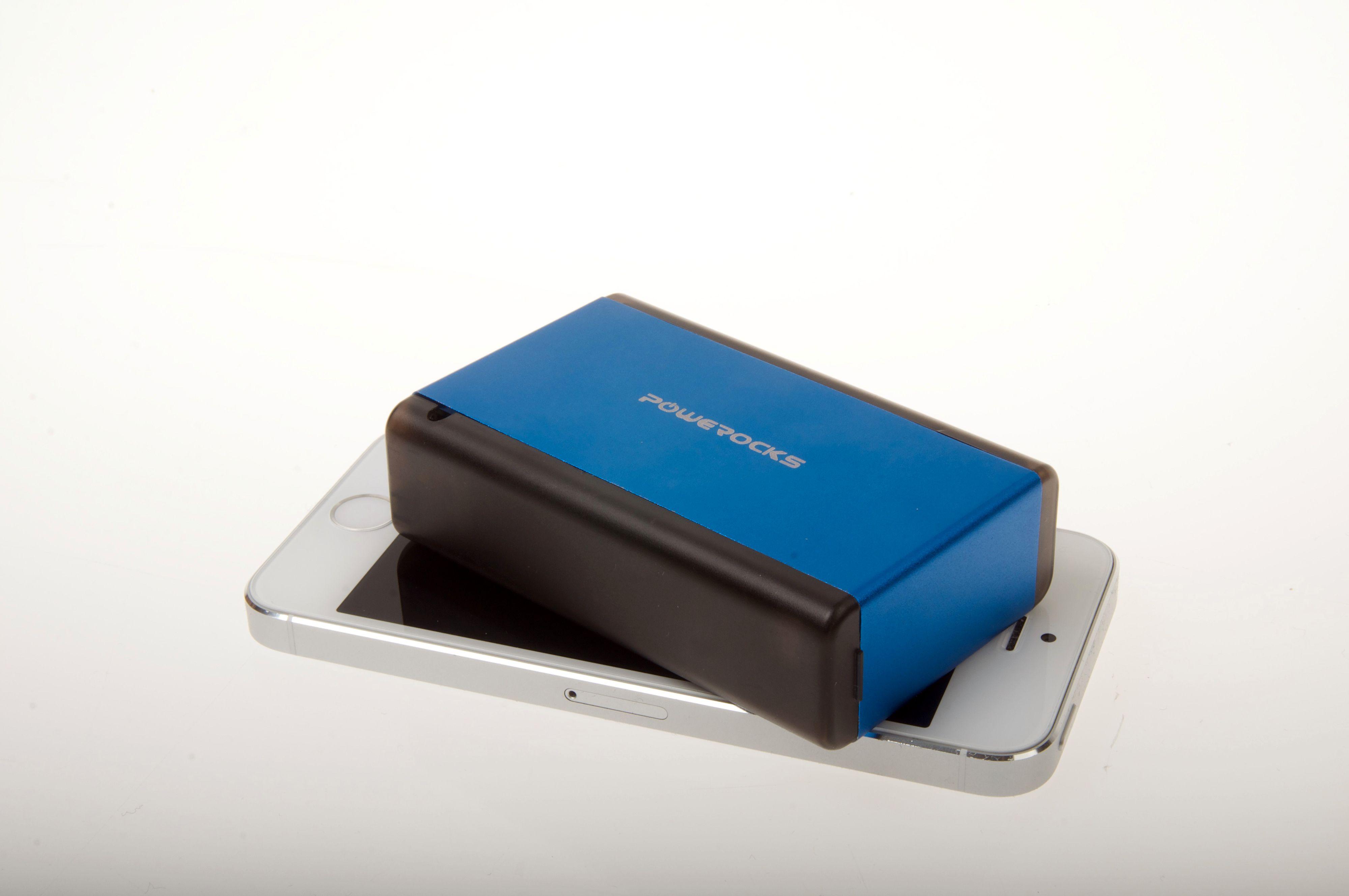 Denne nødladeren fra Powerocks har en kapasitet på 6000 mAh, og holder dermed til å lade telefonen opptil tre ganger.Foto: Kurt Lekanger, Amobil.no