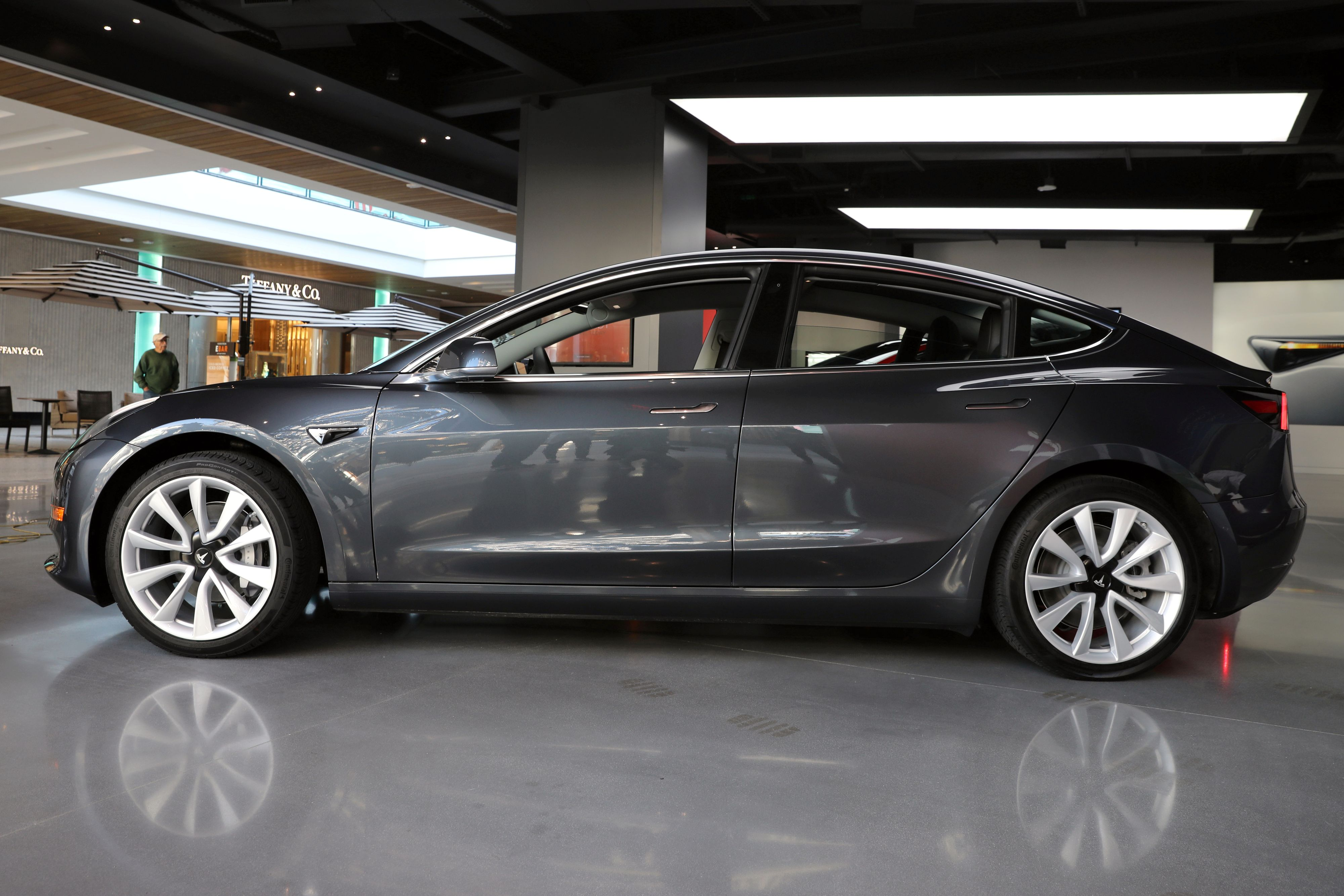 Tesla åpner for raskere lading i Model 3 Tek.no