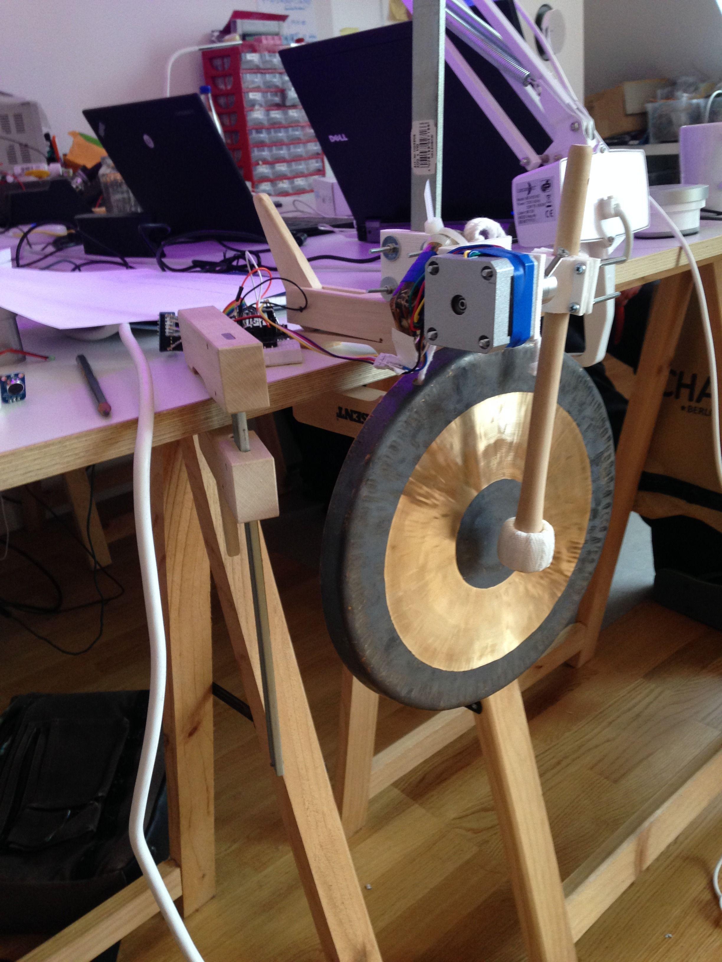 Gongen som signaliserer morgenmøtet. Foto: Øyvind N. Dahl