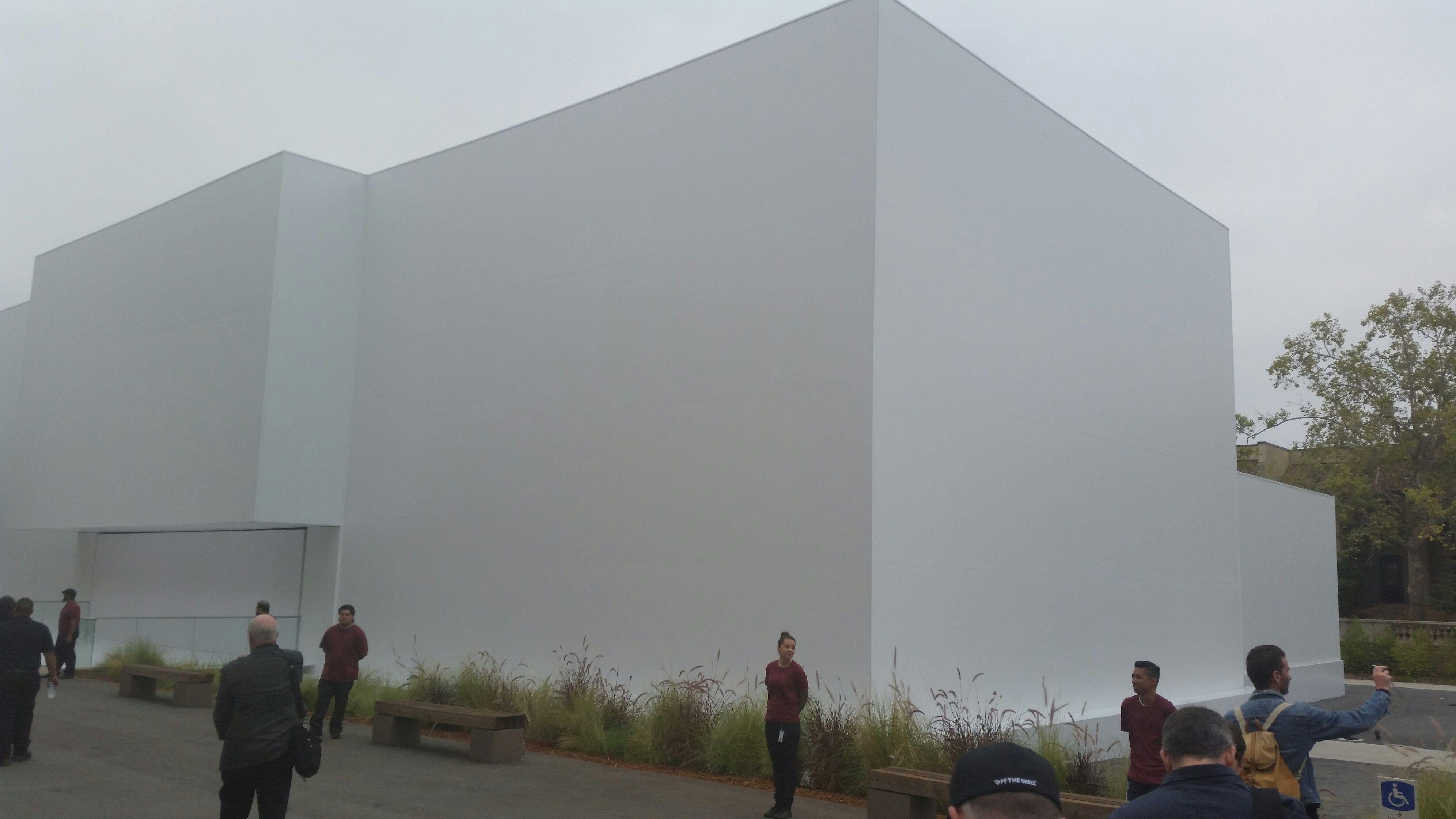 Denne bygningen har Apple satt opp for anledningen. Hva skjer på innsiden?Foto: Finn Jarle Kvalheim, Tek.no