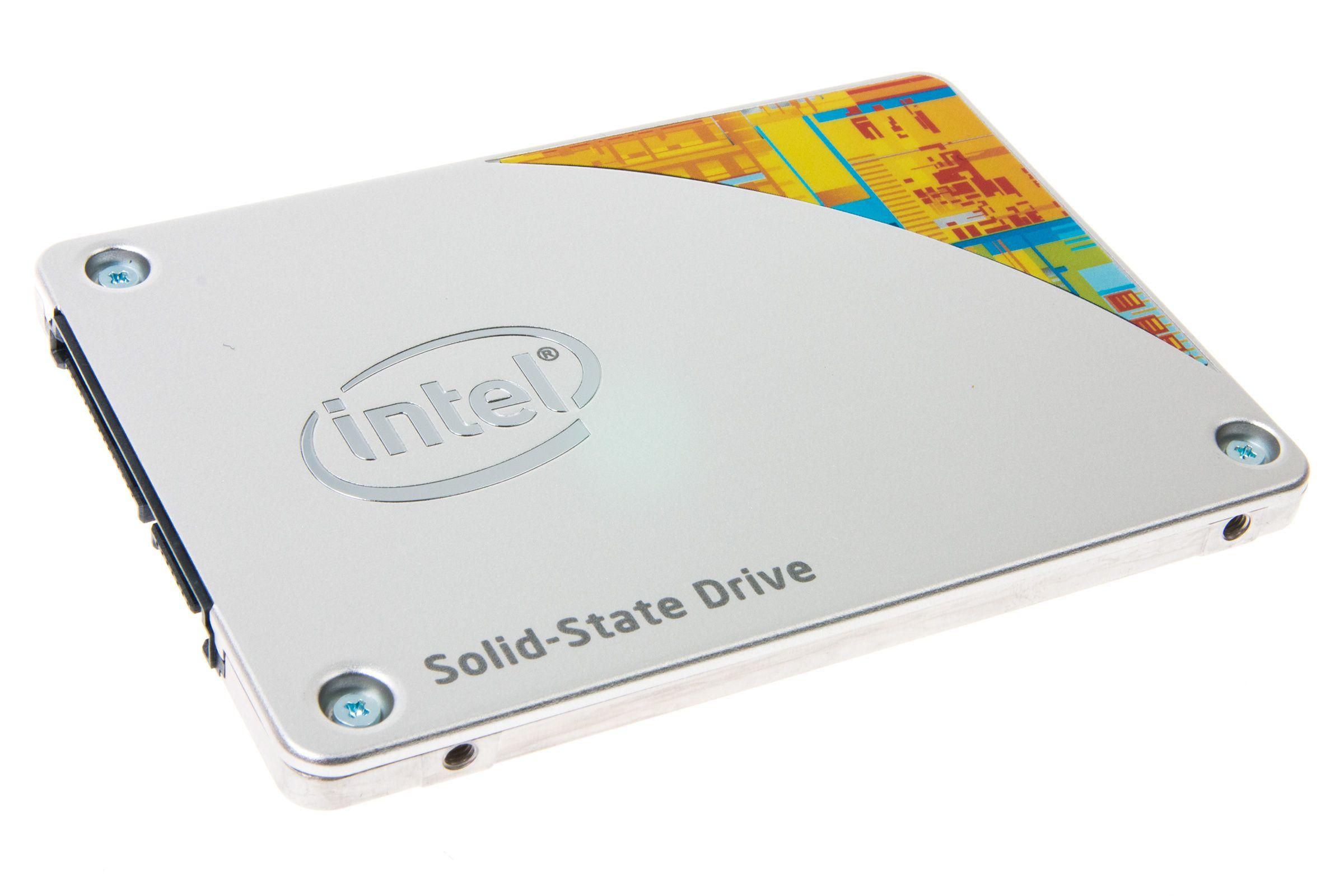Intel 530 Series er en lekkert designet SSD.Foto: Varg Aamo, Hardware.no