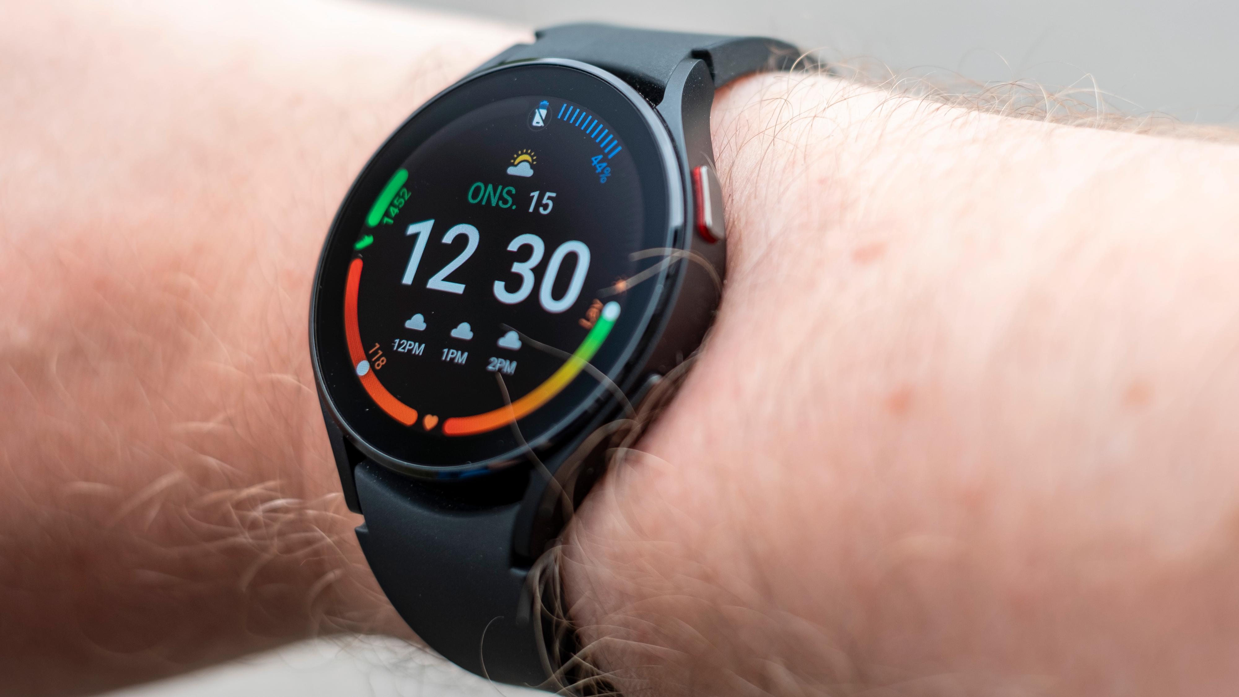 Samsungs Galaxy Watch-serie er også dyr og med kortvarig batteri - selv om det