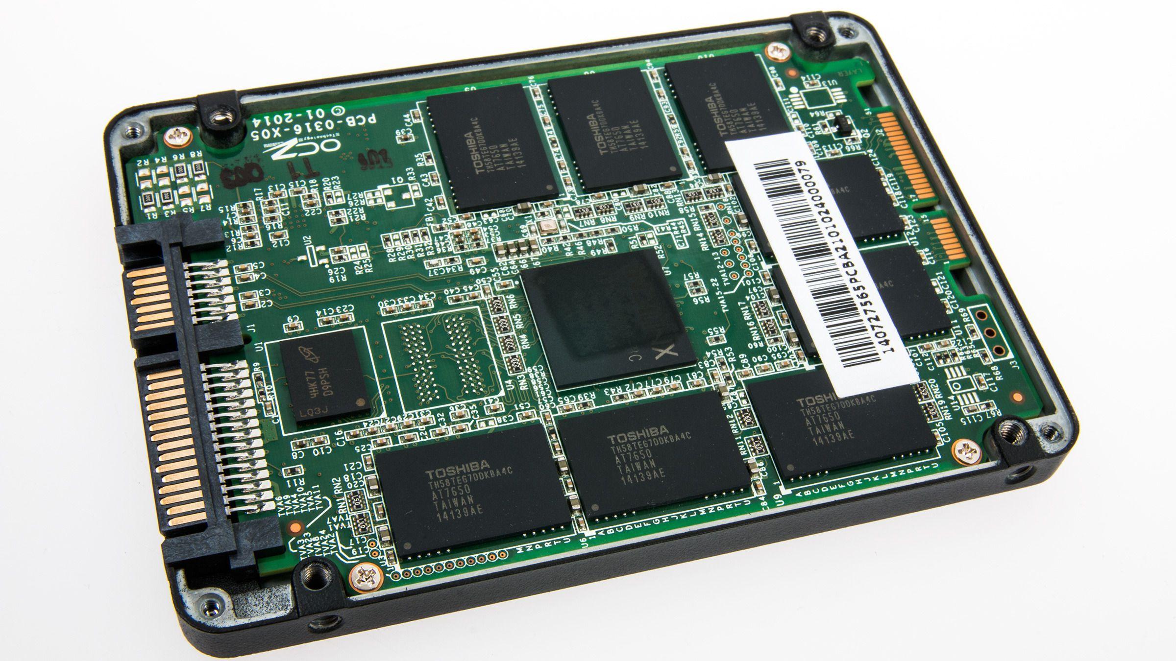 Innsiden av AMD Radeon R7 240 GB SSD.Foto: Varg Aamo, Hardware.no