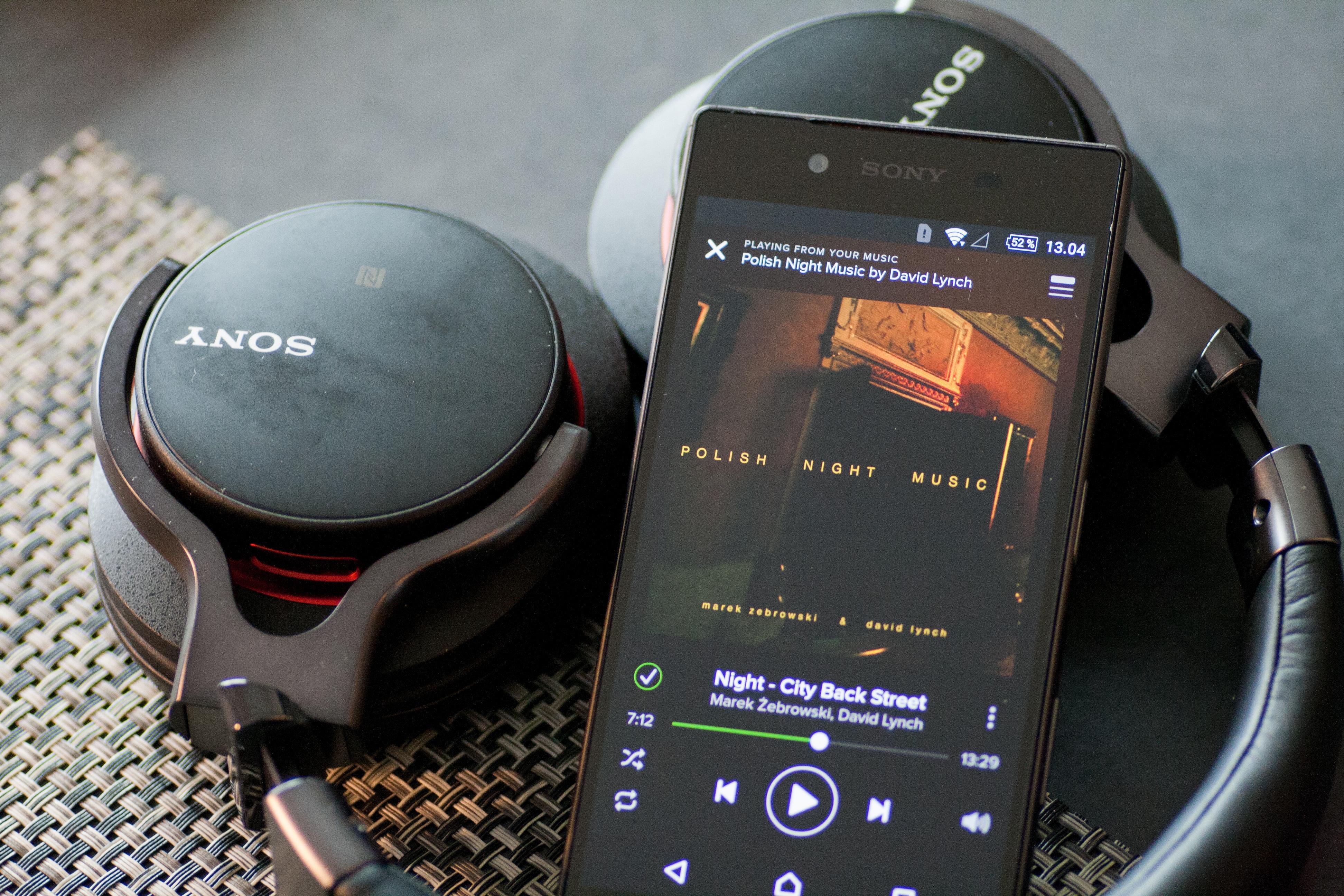 Sonys blåtannklokker låter veldig bra også når du strømmer musikken til dem fra tjenester som Spotify. Foto: Anders Brattensborg Smedsrud, Tek.no