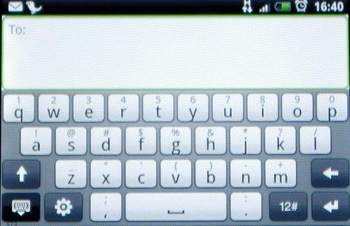 I bredskjerm fungerer fulltastaturet bra. For å finne æ, ø og å holder du bare inne a eller o og drar fingeren til rett bokstav.